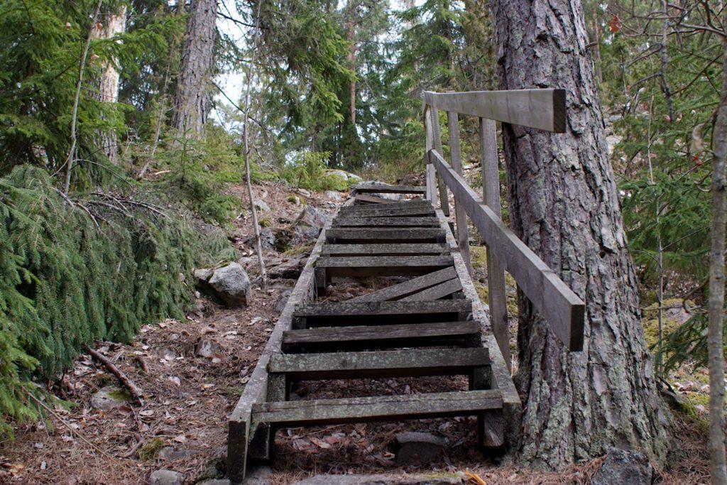 Rikkinäiset portaat