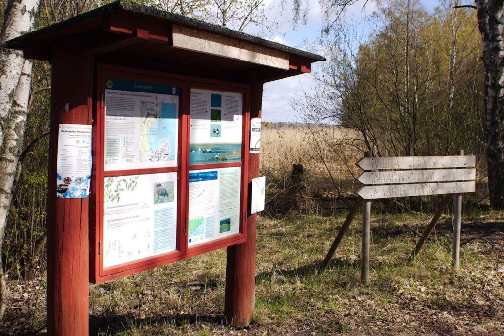 Laajalahden luonnonsuojelualueen Infotaulu Otaniemen päässä