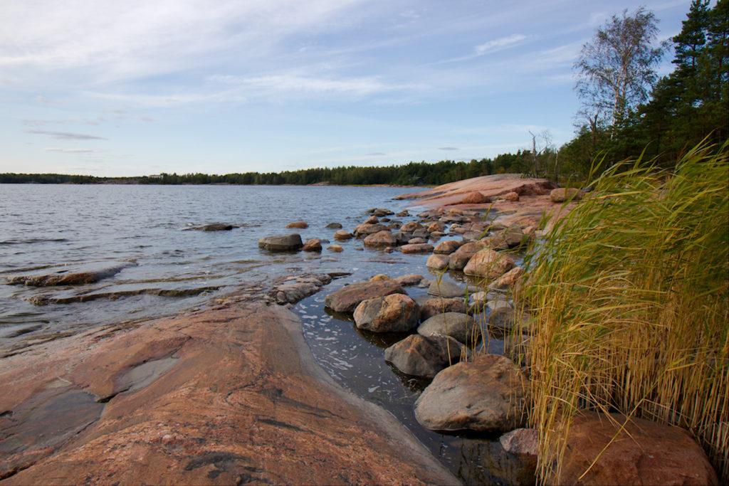 Kallioniemen sileitä rantakallioita