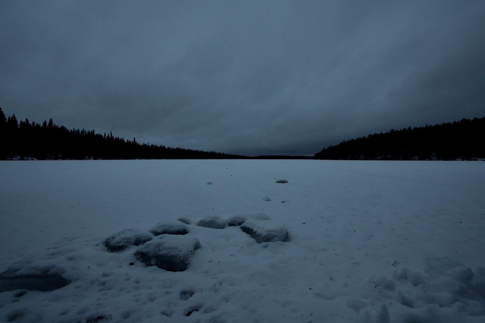 Näkymä harmaalle joelle Jussinkämpän rannasta