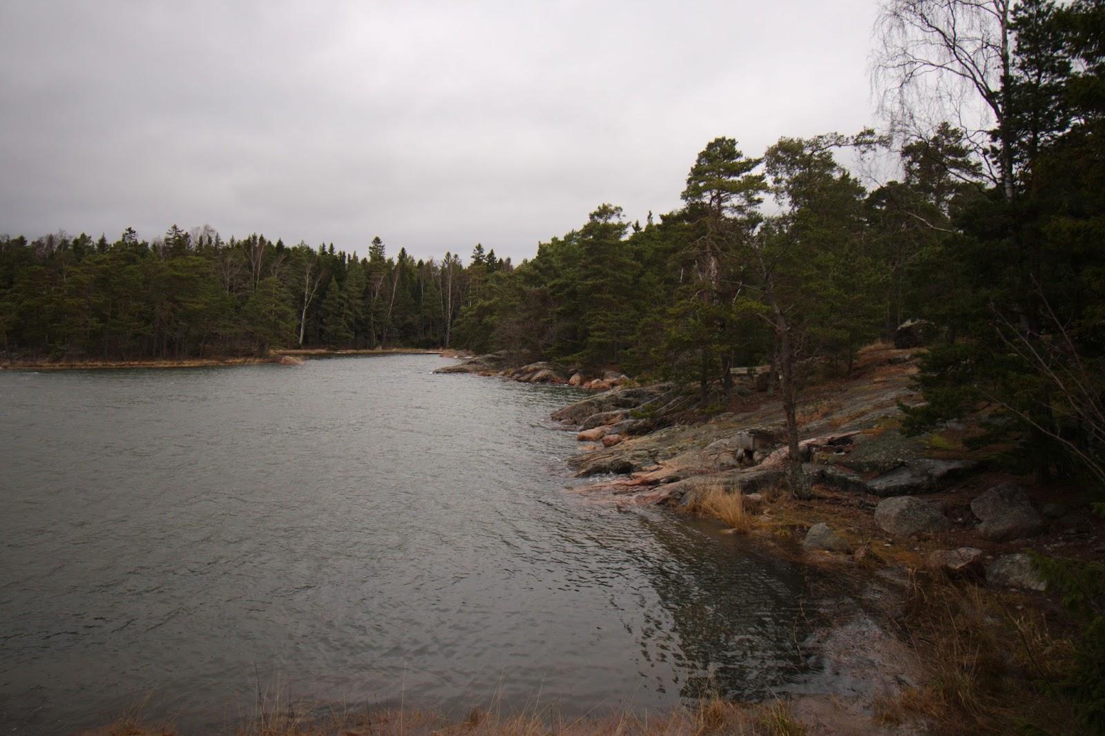 Rantakallioita, Skadaholmen