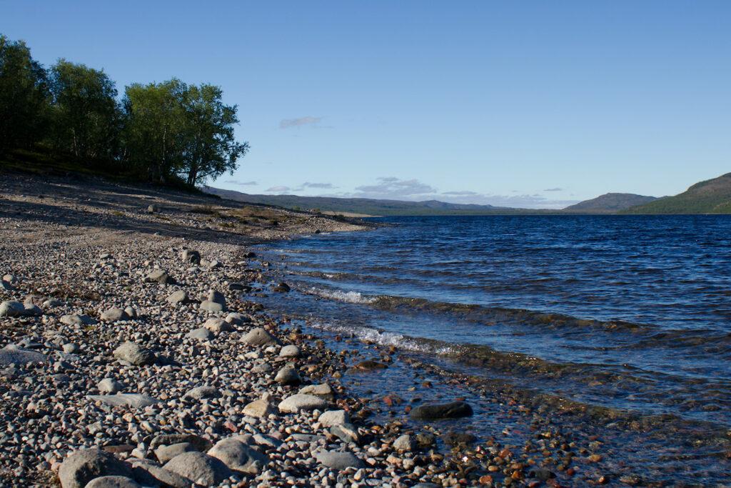 Pulmankijärven rantaa