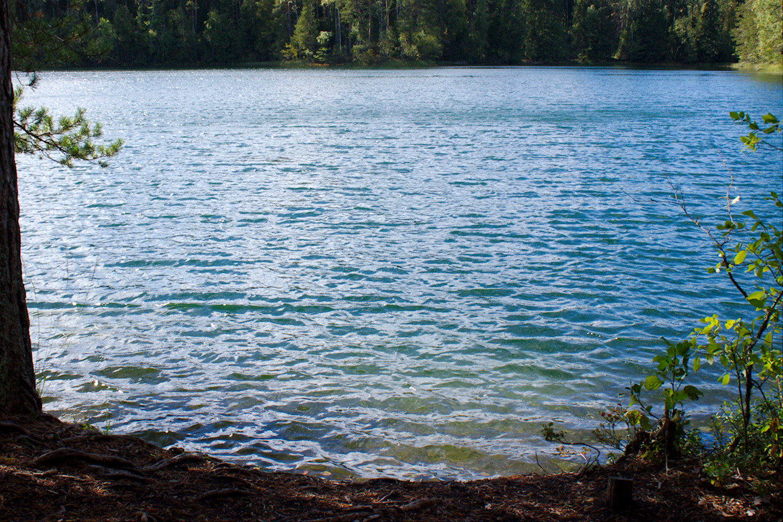Iso-Valkeen turkoosi vesi