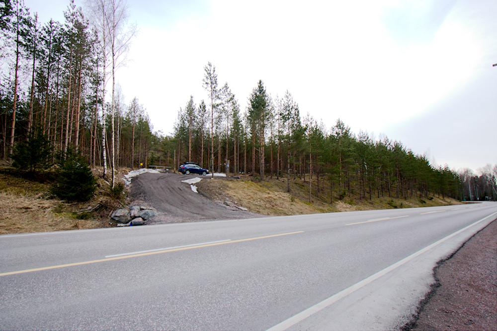Högbergetin luolan parkkipaikka