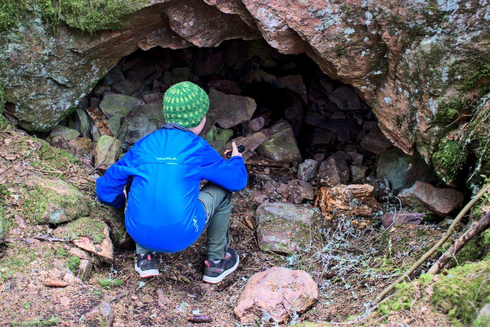 Siuntion Grottberget – luolaseikkailulla lasten kanssa
