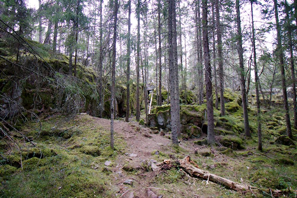 Polku Grottbergetin luolalle