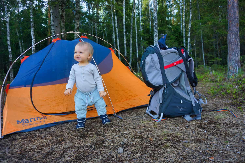 Vauvan kanssa telttailemassa